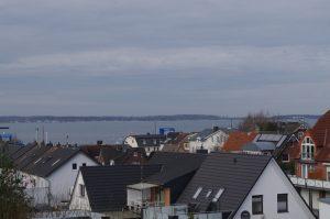 Über den Dächern von Laboe (Kieler Förde)