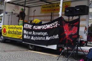 Anti-AKW-Demo-Kiel-12-3-2016-Geigenspiel-auf-Lautsprecherwagen