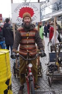 Anti-AKW-Demo-Kiel-12-3-2016-Lastenfahrrad-gegen-Energiewende-light