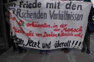 Anti-AKW-Demo-Kiel-12-3-2016-Transparent-Der-Mensch-als-Mittelpunkt