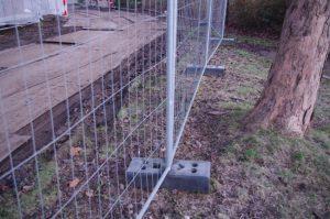 Begrenzter Baum- und Bodenschutz durch Stahlmatte