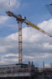 Besetzung Baukran auf Baustelle für Kreuzfahrerterminal in Kiel