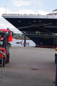 Blockade Kreuzfahrtschiff Zuiderdam in Kiel durch Smash Cruiseshit