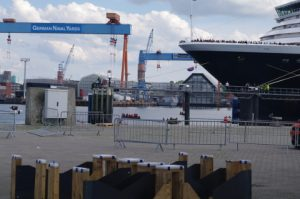 Blockade des Kreuzfahrtschiffes Zuiderdam in Kiel durch Smash Cruiseshit