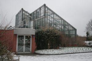 Eingangsbereich der Schaugewächshäuser Neuer Botanischer Garten Kiel - Foto: Rosa Thiemer