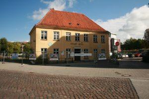"""Gasthaus und Hotel """"Stadt Kiel"""" in Wellingdorf an der Schwentine - vor dem Abriss (2010)"""