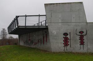 Graffiti an der Aussichtsplattform im Schleusenpark in der Wik