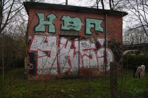 Graffiti in der Hansastraße in Kiel: HDF - YKS.