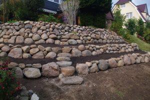 Steilhangterrassierung mit Trockenmauer