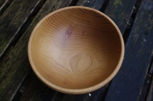 Schale aus Robinien-Holz