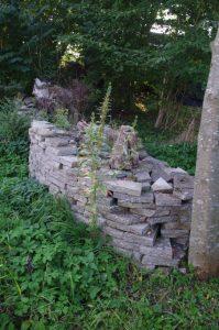 Trockenmauer aus Betonbruch