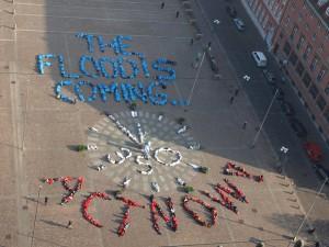 Kiel: Lebendes Transparent für den Klimaschutz. Bildquelle: BUND-Jugend