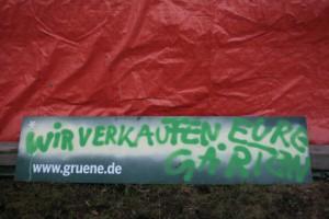 Kiel: Protestplakat gegen Stadtgrün-Verkauf durch Grüne und SPD